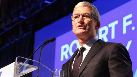 Tim Cook Net Worth 2017: 5 Fast Facts You Need to Know