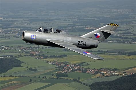 MIG 15 UTI CZECH FLYING LEGENDS | HISTORICAL AIRSHOW